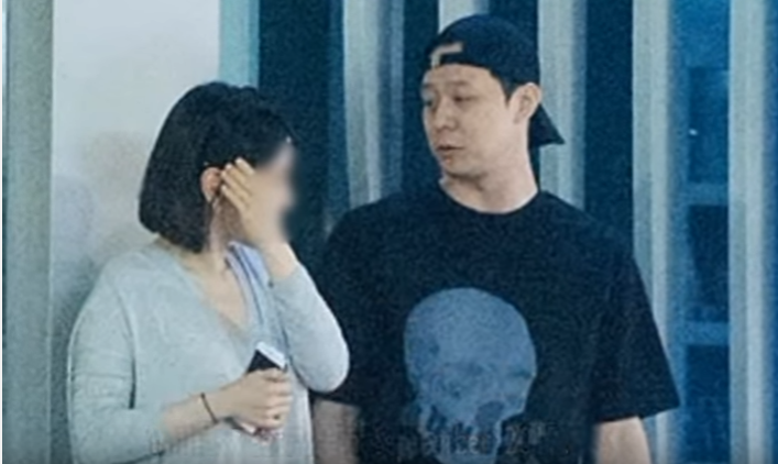 Park Yoochun and fiancee Hwang Hana spotted on PDA-filled date